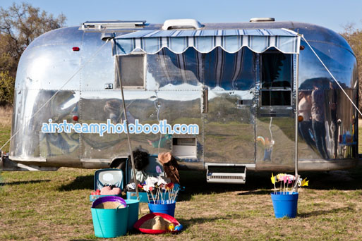 Daisy_The-Airstream-Photo-Booth-11pp_w875_h583